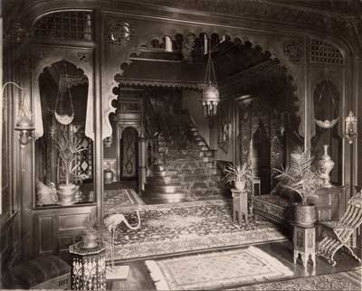 The staircase in the Middle Hall of the Algerian Court.